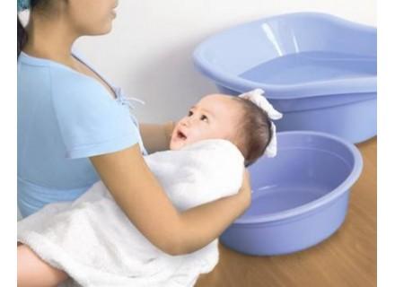 Gội đầu cho trẻ sơ sinh đúng cách