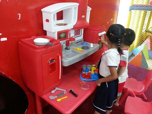 đồ chơi bếp ăn cho bé